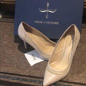 Authentic Pour la Victoire pump heels.